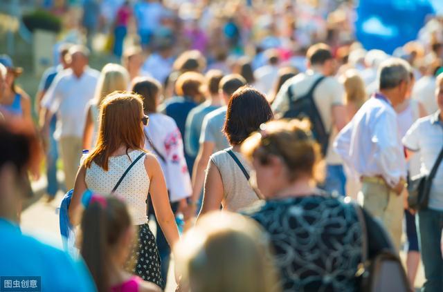 美国确诊人数超14万人次,纽约青年还是不戴口罩,声称无所谓!