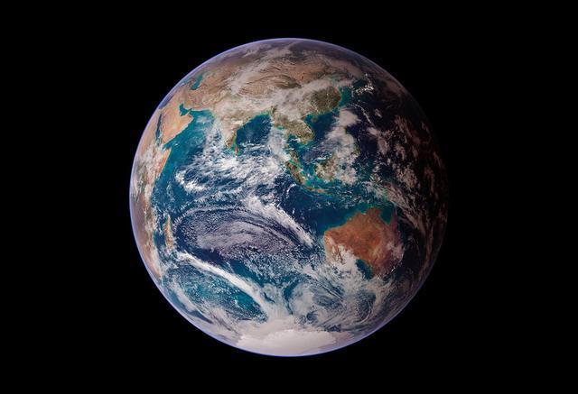 离地面多高才能看出地球是圆的?