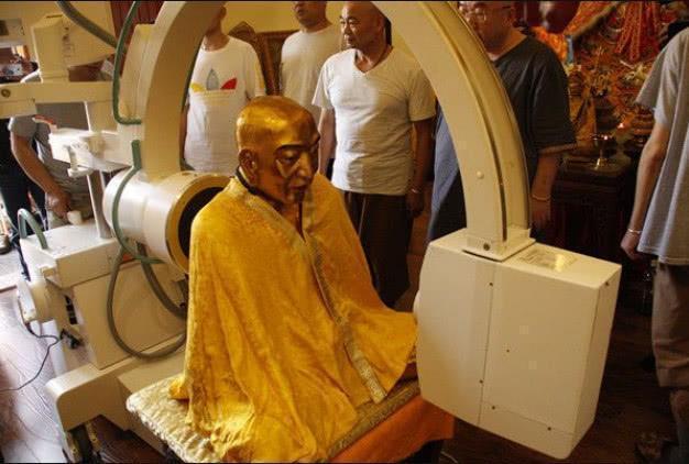 高僧尸身千年不腐, 为揭开谜团用X光扫描, 看到头部吓退专家!